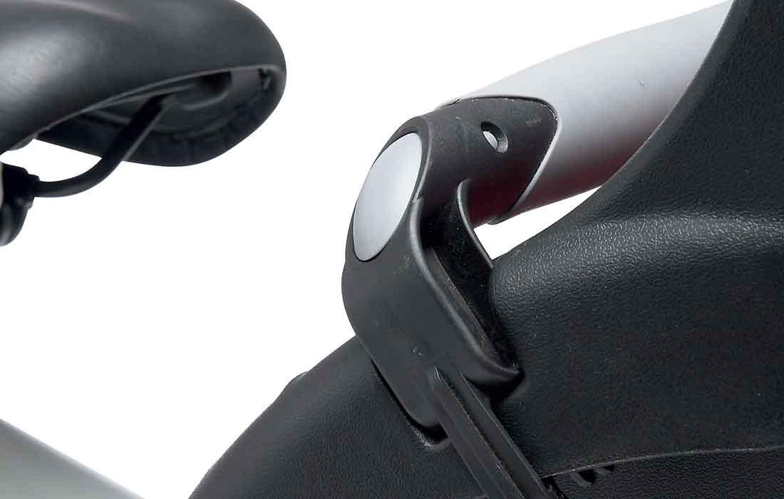 Childseat-closeup4-1100-x700-